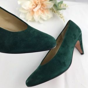 Evan Picone Dark Green Suede Kitten Heel 8.5